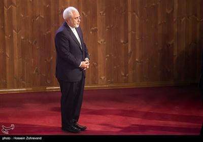 حضور محمدجواد ظریف وزیر امورخارجه در همایش آیتالله هاشمی رفسنجانی و 8 سال دفاع مقدس