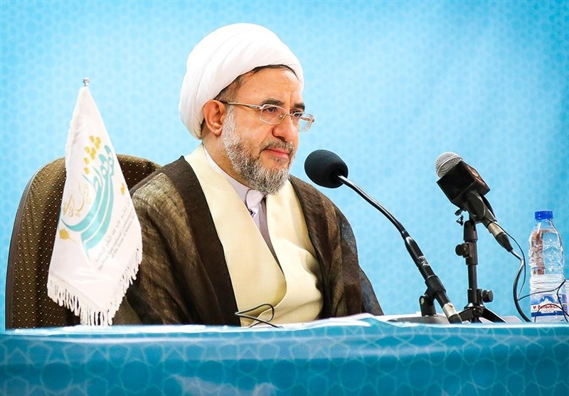 قم| آیتالله اراکی: آغاز دهه پنجم انقلاب اسلامی آغاز فروپاشی استکبار و آمریکا است