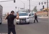 رفتار عجیب اما واقعی پلیس آمریکا با سفیدپوستان و سیاهپوستان حمل کننده سلاح + ویدئو