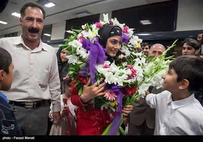 """ایران کی عالمی ووشو چیمپئن """"مریم ہاشمی"""" کا والہانہ استقبال"""
