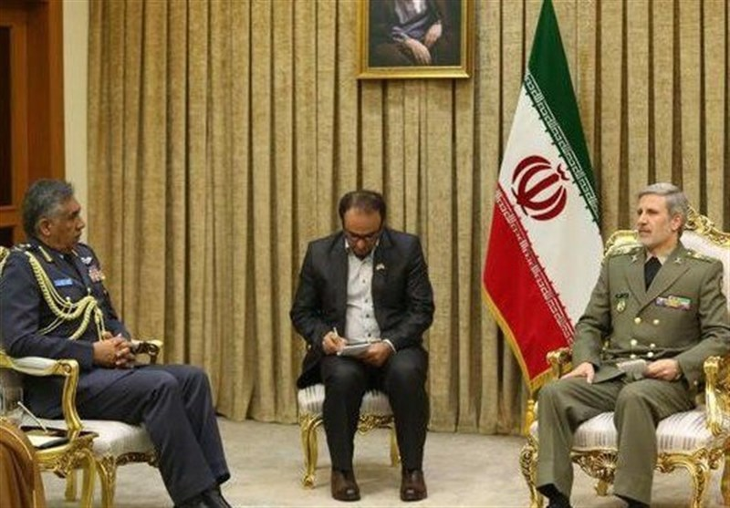 Iranian Defense Minister, Oman's Air Force Chief Discuss Closer Ties