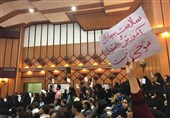 روایت تصویری اعتراض دانشجویان دندانپزشکی دانشگاه اهواز