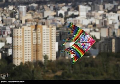 مسابقه پرواز بادبادکها در همدان