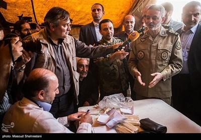 حضور سرلشگر سیدعبدالرحیم موسوی فرمانده کل ارتش در جمع جهادگران گروه جهادی منتظران خورشید در روستای اسماعیل آباد کوچکلو