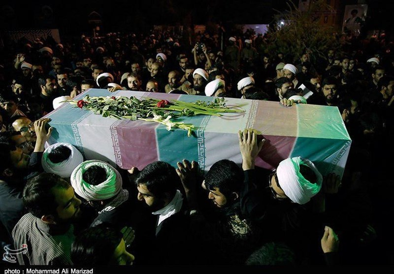 مراسم وداع مردم قم با شهدای گمنام به روایت تصویر