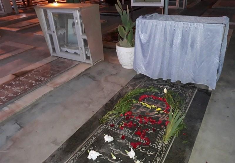 غبار روبی و عطر افشانی گلزار شهدای اهواز