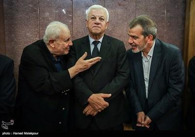 حسن داناییفر سفیر سابق ایران در عراق، راجح صابر عبود الموسوی سفیر عراق و صلاح زواوی سفیر فلسطین در مراسم یادبود جلال طالبانی