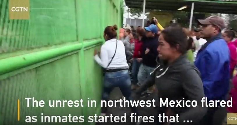 شورش در زندان مکزیک 16 کشته و 26 زخمی در پی داشت + فیلم و عکس سقوط بالگرد نظامی مکزیک با 7 کشته مکزیک همچنان میلرزد افزایش تلفات زمینلرزه مکزیک به 248 نفر آمار قربانیان زلزله مکزیک به 90 نفر رسید شهردار مکزیک با یک «کروکودیل» ازدواج کرد + عکس فرار 12 محکوم از زندانی در آمریکا 16 سال زندان برای قاتل 21 گربه + عکس 11 کشته و 900 فراری در حمله مسلحانه به یک زندان
