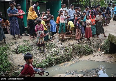Myanmar Muslim Refugees Waiting for Aid in Distress