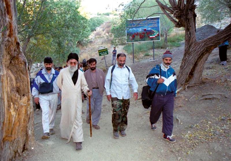 فیلم/ لحظاتی کمتر دیده شده از کوهپیمایی امام خامنهای -  Tasnim