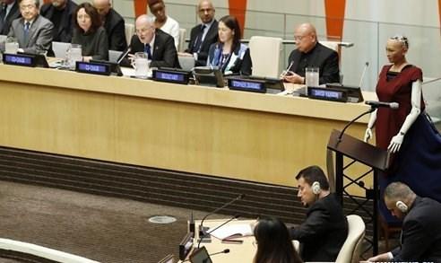نخستین زن روبات حاضر در مقر سازمان ملل