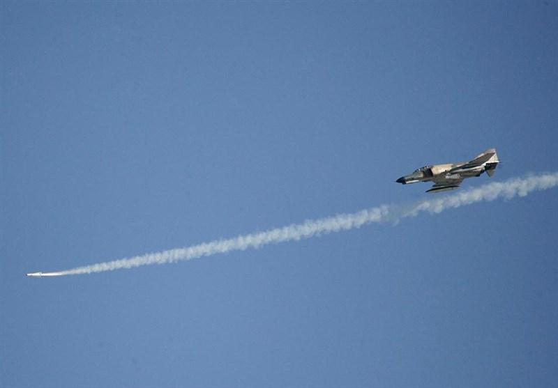 تکرار/ مسابقات تیراندازی هوا به زمین و بمباران تاکتیکی جنگندههای ارتش برگزار شد
