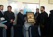 اهدای تابلوی «جنةالبقیع» به خانواده شهید حججی