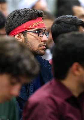 الامام الخامنئی یستقبل عددا من النخبة الجامعیین الفائزین فی الأولمبیادات الدولیة