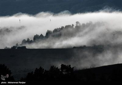 """گیلان؛ بادلوں سے ڈھکے """"شاہ شہیدان"""" گاوں کے دلفریب مناظر"""