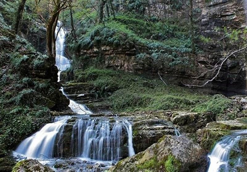 آبشار شگفتانگیزی با هفت پلکان بهشتی + تصاویر
