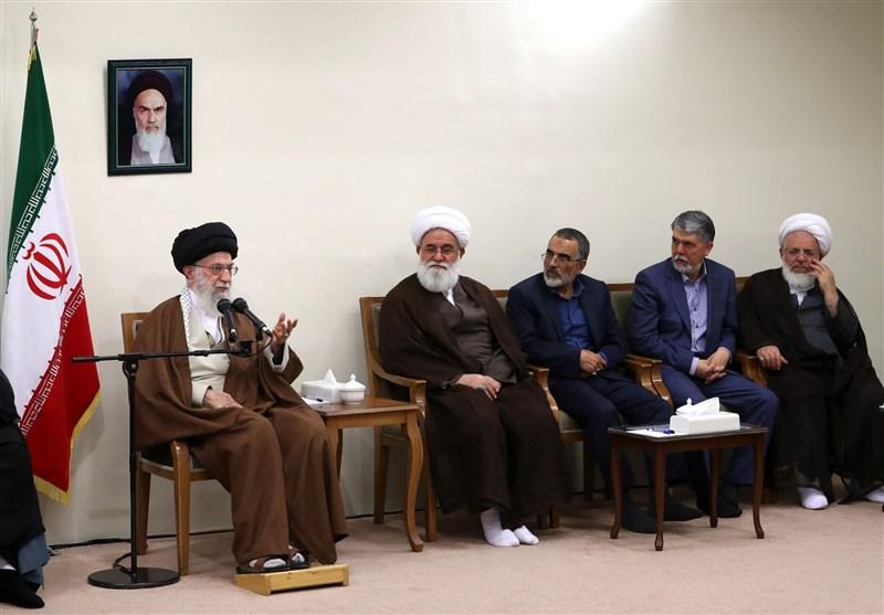 الإمام الخامنئی: مصطفى الخمینی کان نموذجاً بارزاً فی العلم والشجاعة وأسلوب المقاومة