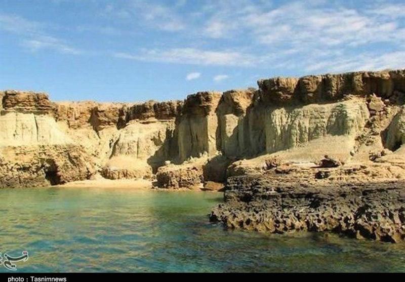 وجود بافت صخرهای مشرف به ساحل جلوهای خاص به بخشهای از هنگام بخشیده است