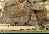 صخرههای مشرف به ساحل