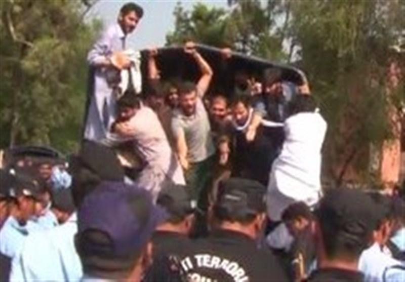 اسلام آباد: قائداعظم یونیورسٹی کے احتجاجی طلباء کے خلاف کریک ڈاؤن