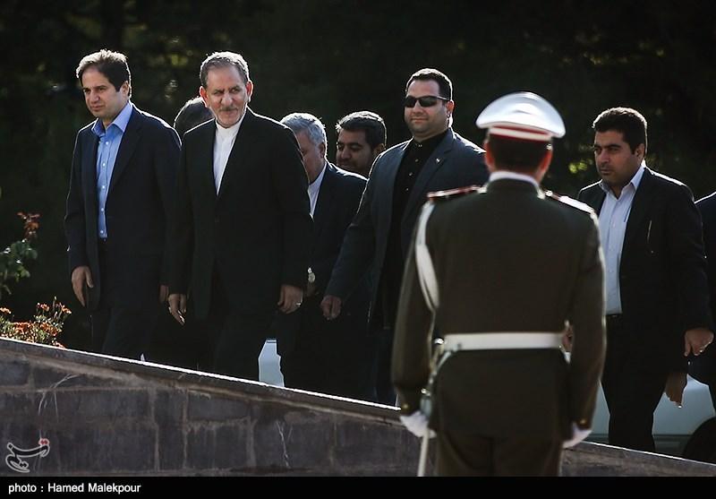 ورود اسحاق جهانگیری معاون اول رئیس جمهور به مراسم استقبال رسمی از نخست وزیر عراق
