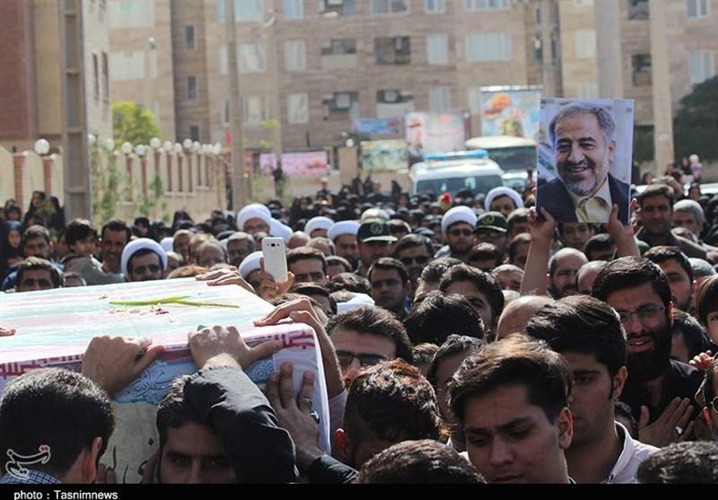 """وداع اهالی پردیسان قم با شهید مدافع حرم""""مصطفی نبیلو"""" + تصاویر"""