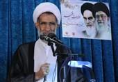 امام جمعه شهرکرد: انقلاب اسلامی در برابر تحریمها فرسوده نشد