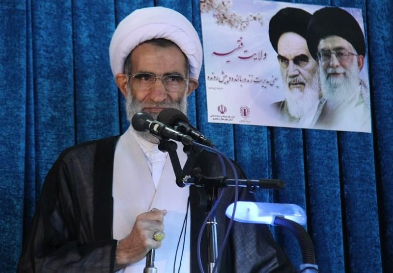 امام جمعه شهرکرد: تحریمهای اقتصادی اولویت دشمنان برای نابودی نظام است
