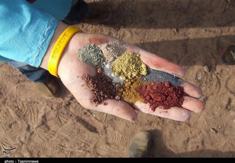 وجود خاکهای رنگی