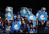 هواداران استقلال پیگیر نتیجه دیدار پرسپولیس مقابل فولاد + عکس