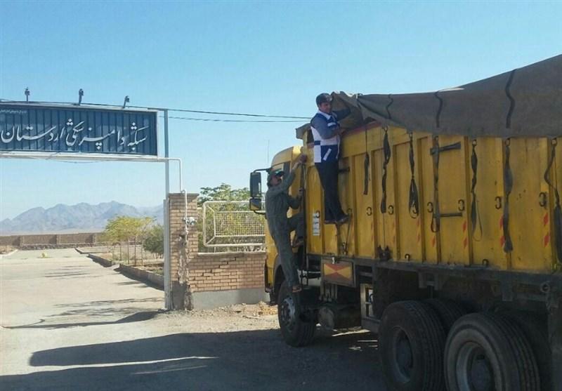 توقیف کامیون حامل 16 تن ذرت آلوده به کود مرغی در اردستان