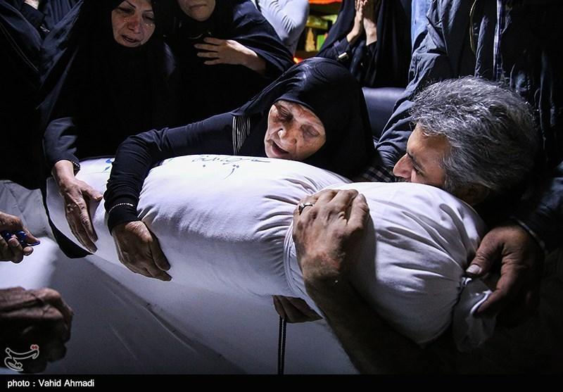 نخستین دیدار خانواده شهید علیرضا بدرخانی بعد از 28 سال با پیکرش