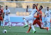 حاشیه دیدار ایران- بولیوی| تشویق سیدجلال حسینی در ورزشگاه آزادی