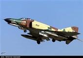 اورهال یک فروند جنگنده F-4 در پایگاه هوایی تهران