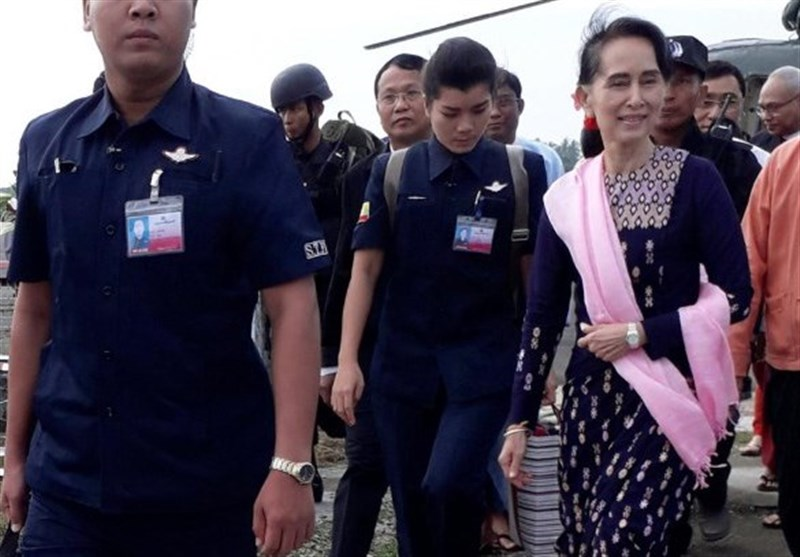 Myanmar's Suu Kyi Visits Troubled Rakhine Border District