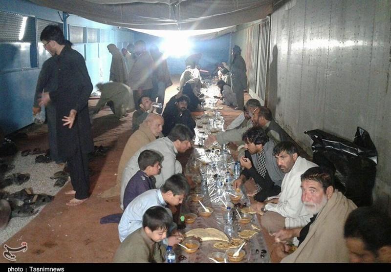 ایرانی سپاہ اور رضاکار فورسز پاکستانی زائرین کی خدمت میں پیش پیش