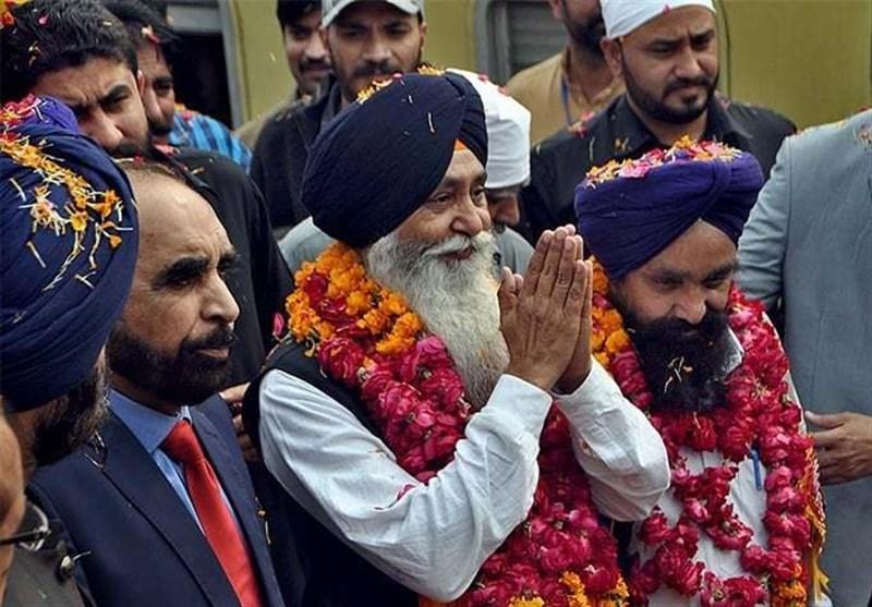 بابا گورو نانک کا جنم دن:ہندوستان سے 2600 سکھ یاتری پاکستان پہنچ گئے