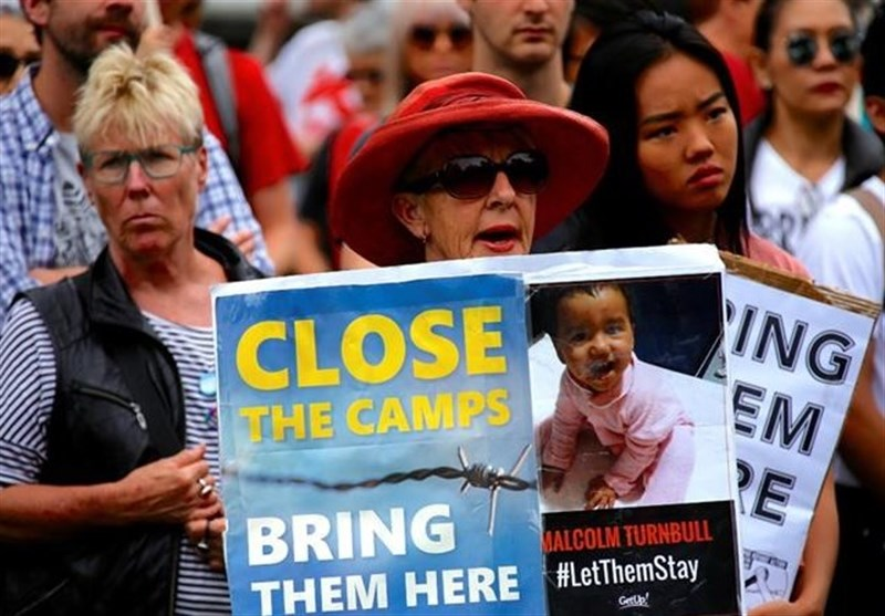 Australians Rally around Barricaded Refugees on Manus