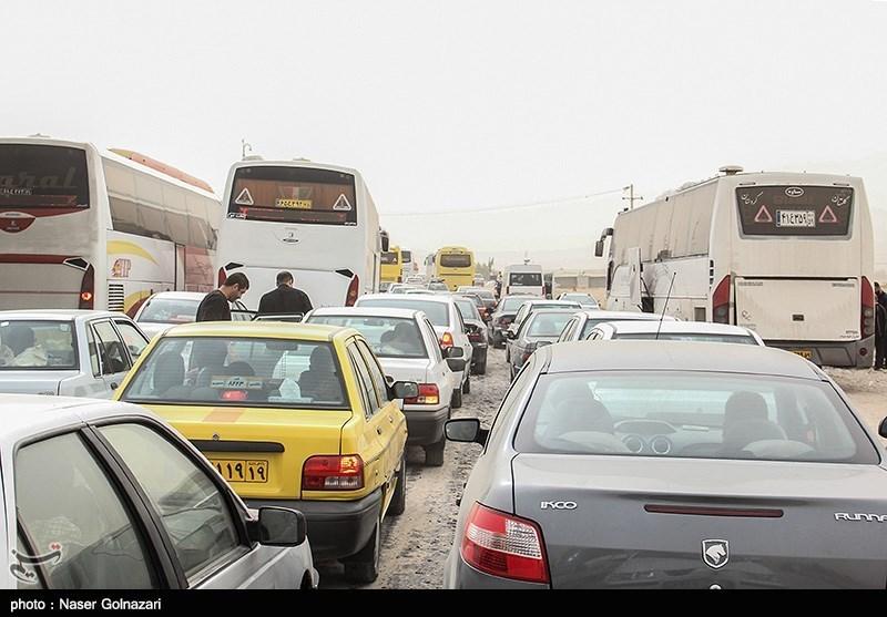 ترافیک در مسیرهای ورودی و خروجی مشهد مقدس پرحجم است