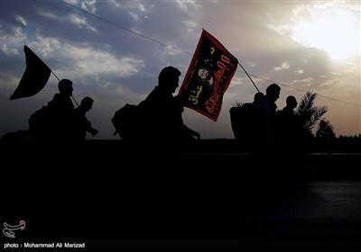 پیاده روی زائران اربعین حسینی از نجف تا کربلا