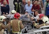 تصاویر/ مصدومیت 4 کارگر بر اثر تخریب ساختمان در اشرفی اصفهانی