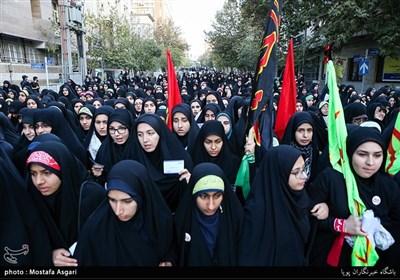 بالصور... مسیرة عزاء طلابیة من جامعة طهران الى حسینیة الامام الخمینی (رض)