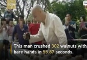 رکورد شکستن گردو با یک دست+فیلم و عکس