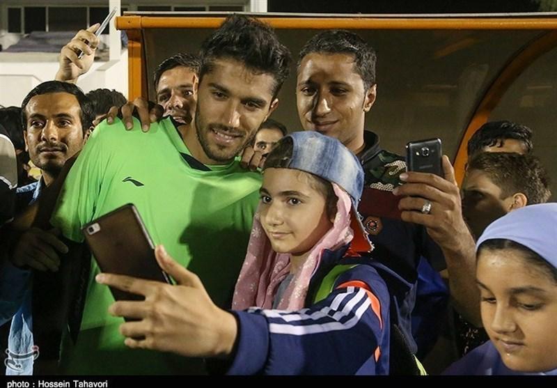 Esteghlal Goalkeeper Hosseini Breaks Record