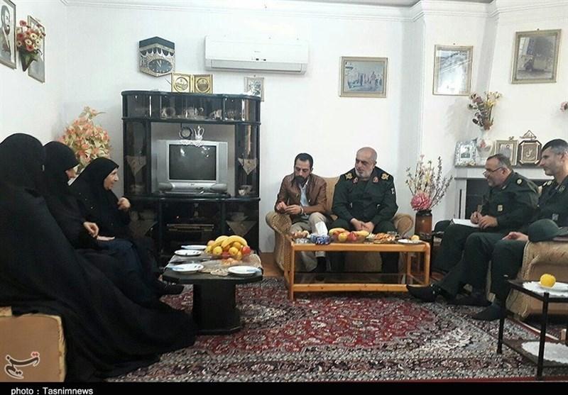 """دیدار فرمانده سپاه گیلان با مادر """"شهید حسین نجفی"""" در رشت"""