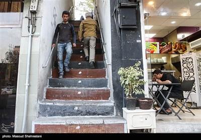 پله اول یوسف آباد که قدمتش به بالای 100 سال میرسد خیابان ولیعصر را به یوسف آباد متصل می کند