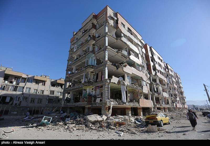 Iran's Rouhani inspects quake damages, pledges compensation to losses