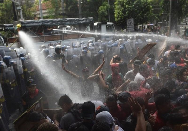 Water Cannon Repel Anti-Trump Protesters