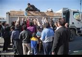 2 دستگاه تریلر حامل آب معدنی از الموت غربی به مناطق زلزله زده ارسال شد