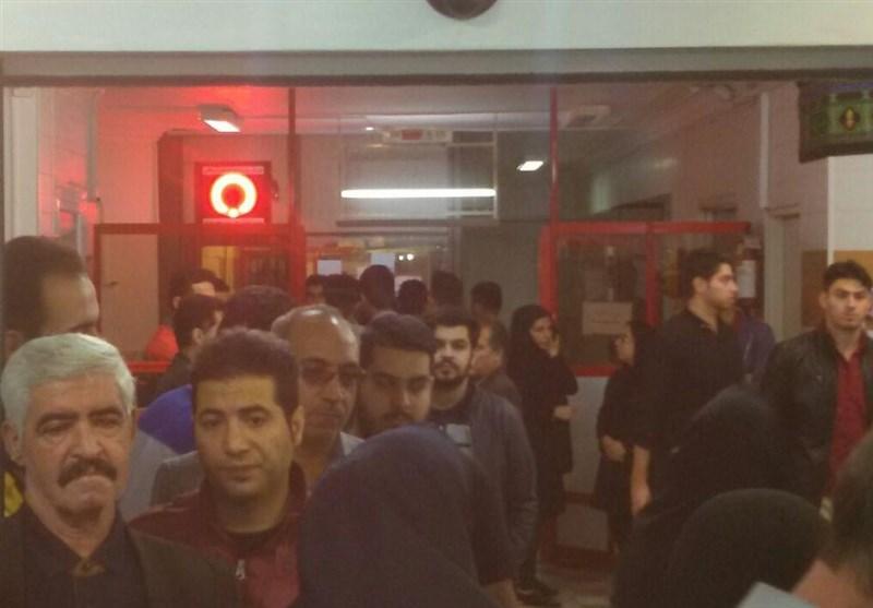 تجمع مردم کرمانشاه برای اهدای خون به زلزلهزدگان